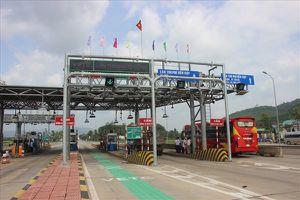 BOT Bắc Bình Định dừng thu phí, tài xế vui vẻ 'vượt trạm'