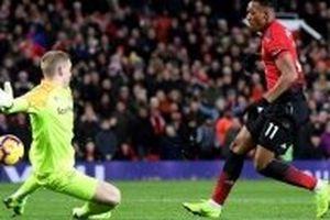 Martial tỏa sáng giúp Man United thắng Everton 2-1