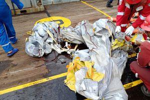 Tìm thấy các mảnh vỡ của xác máy bay Indonesia chở 188 người rơi xuống biển