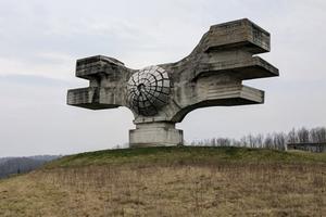 Kỳ vĩ những tượng đài Chiến tranh ở Nam Tư cũ