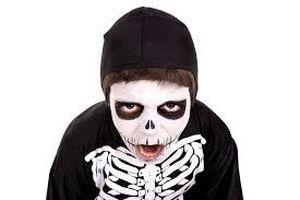 Vẽ mặt trong lễ hội Halloween sao cho an toàn?
