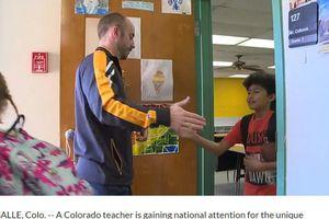 Thầy giáo Mỹ với cái bắt tay 'mỗi ngày đến trường là một niềm vui'