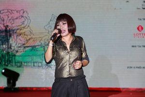 Phương Thanh 'quậy' tưng bừng tại LHP Quốc tế Hà Nội