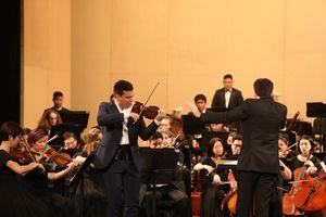 Nghệ sĩ Sergei Dogadin và Sun Symphony Orchestra mê hoặc khán giả Hà Nội