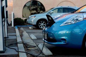 GM kêu gọi chính quyền Trump kích cầu xe điện