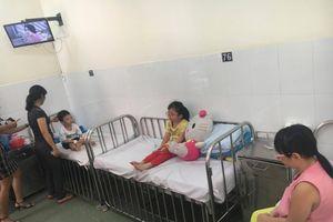 Hàng loạt trẻ nhập viện vì ngộ độ thực phẩm do ăn bánh mỳ