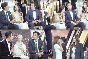 Clip 'tám chuyện' của Son Ye Jin, Ha Jung Woo, Lee Byung Hun và Kim Nam Joo tại 'The Seoul Awards 2018' gây 'sốt'