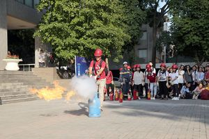 Hơn 300 cán bộ, giáo viên, sinh viên Hà Nội tham gia diễn tập PCCC