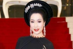 Trịnh Kim Chi khoe vẻ đẹp bí ẩn trong tà áo dài sen