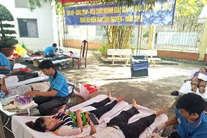 Hiến máu tình nguyện vượt chỉ tiêu giao