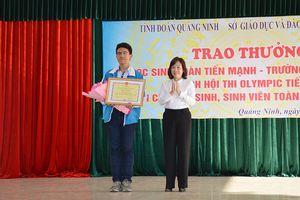 Khen thưởng học sinh vô địch Hội thi Olympic tiếng Anh toàn quốc