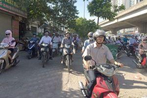 Nhường đường - văn hóa xa xỉ của người Việt