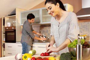 Chia sẻ việc nhà với vợ có 'mất mặt đàn ông'?