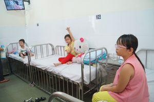 'Truy' nguyên nhân gây ngộ độc hàng loạt trẻ quận Tân Phú