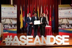 Sinh viên Việt Nam lần đầu tiên đoạt giải cuộc thi Khám phá khoa học số ASEAN