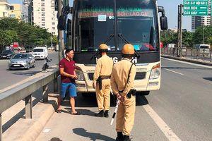 Xử lý xe khách chạy xuyên tâm biến đường thành 'bến cóc'