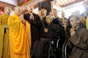 Thiền sư Thích Nhất Hạnh trở về nước sống cho đến ngày 'chuyển bỏ hóa thân'