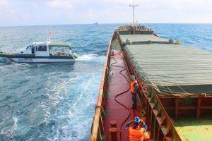 Tạm giữ tàu hàng chở gần 3 ngàn tấn than không có giấy tờ hợp pháp