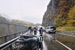Choáng váng siêu xe tiền tỷ Audi R8 gãy đôi sau tai nạn