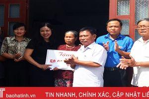 Lộc Hà trao 100 triệu đồng hỗ trợ 2 gia đình làm nhà đại đoàn kết