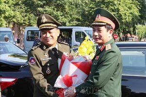 Tổng Tư lệnh Quân đội Hoàng gia Campuchia thăm chính thức Việt Nam