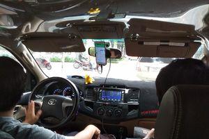 Từ thực tế 'quản' Grab: Có nên coi nền tảng kết nối xe là dịch vụ vận tải?