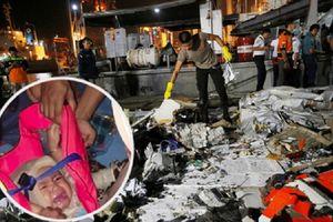 Sự thật bức ảnh em bé duy nhất sống sót trên chuyến bay định mệnh ở Indonesia đang lan truyền chóng mặt trên mạng xã hội
