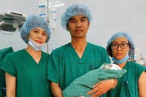 10 phút cứu sống mẹ con sản phụ bị vỡ tử cung nguy kịch