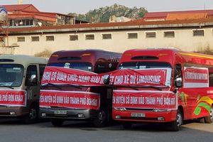 Ninh Bình: Căng băng rôn trên xe khách phản đối xe Limousine