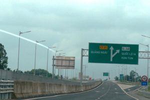 Cao tốc Đà Nẵng - Quảng Ngãi hết 'ổ gà' lại đến thấm dột