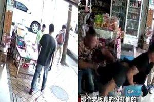 Ngăn chặn cậu bé tiểu bậy trên vỉa hè, chủ cửa hàng bị đánh đập dã man