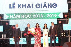 Trường Đại học Văn Hiến nhận bằng khen của Bộ Giáo dục