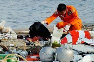 Công bố video đầu tiên về hiện trường rơi máy bay ở Indonesia