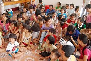 Công an tỉnh Nam Định: Tặng quà các em nhỏ ở Cô nhi viện Dục Anh Bùi Chu
