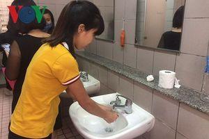Nhà vệ sinh bệnh viện ở Hà Nội có còn là nỗi ám ảnh của người bệnh?