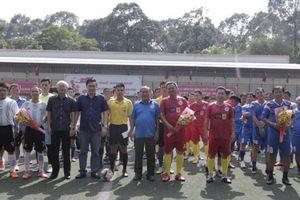 Giải bóng đá phong trào của Đại học kinh tế TP.HCM 'hút' nhiều cựu danh thủ Cảng Sài Gòn