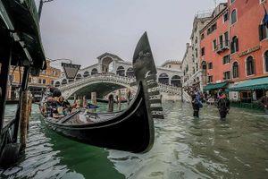 Thủy triều dâng cao, Venice mộng mơ ngập trong biển nước
