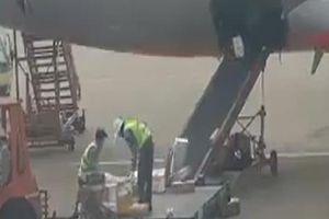 Hành lý, hàng hóa của hành khách Jetstar Pacific bị nhân viên sân bay 'quăng, ném' không thương tiếc