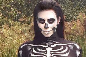 Chị em nhà Kardashian và những bộ cánh Halloween dị biệt 10 năm qua