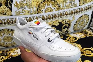 Apple sắp ra mắt giày sneaker cho cộng đồng LGBT?