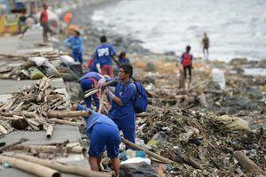 Bão Yutu giật cấp 12 tiến vào Biển Đông sau khi tàn phá Philippines