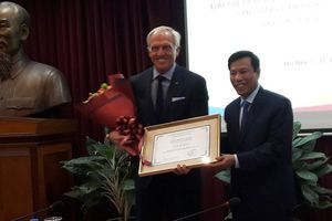 Tay golf hàng đầu thế giới thập niên 80 trở thành tân Đại sứ du lịch Việt Nam