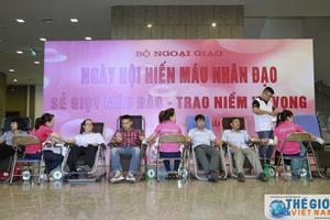 Cán bộ Bộ Ngoại giao tích cực tham gia Ngày hội hiến máu cứu người