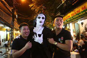 Không khí Halloween trên phố Hà Nội