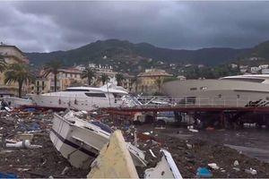 Choáng với du thuyền hạng sang của Ý ngổn ngang sau bão