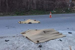Hai bố con tử vong thương tâm dưới bánh xe ô tô 16 chỗ