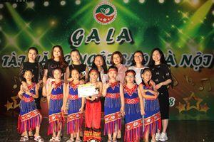 Cô bé 7 tuổi giành ngôi vị quán quân cuộc thi Tìm kiếm tài năng nhí