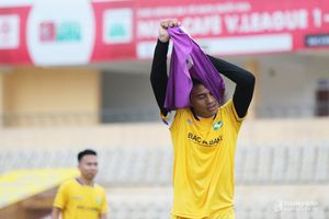 Trung vệ SLNA Mạnh Hùng: Đáng tiếc cho một tài năng