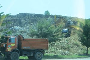 Nổ mìn lấy đá cạnh kho xăng dầu, liệu có an toàn?