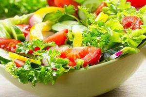 Clip: Hướng dẫn làm salad dưa chuột thanh mát, giảm cân hiệu quả trong 'chớp mắt'